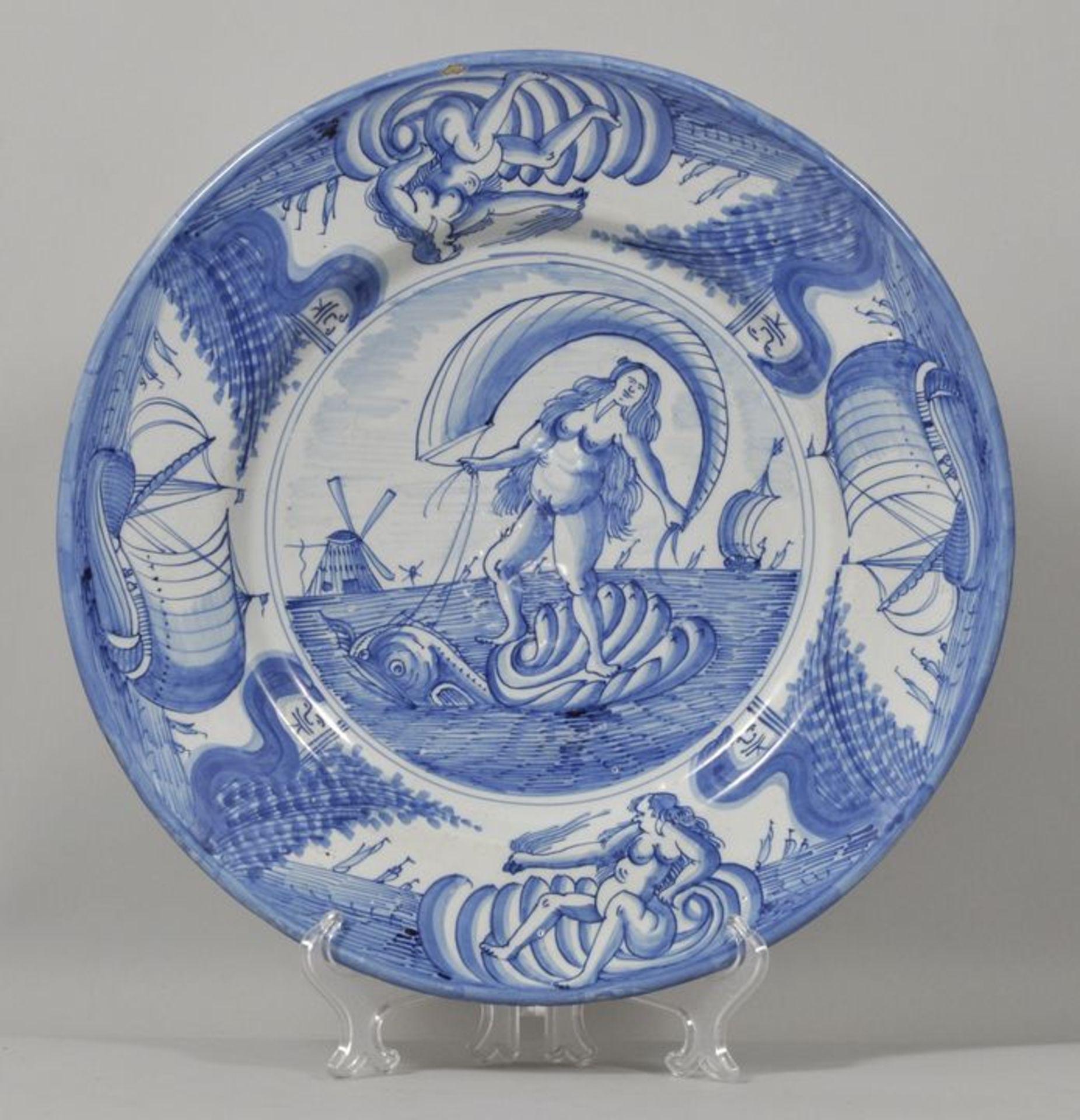 Los 8 - Runde Platte, Delft (?), 17./ 18. Jh.Fayence, in Blaumalerei auf weißer Glasur dekoriert: Im...