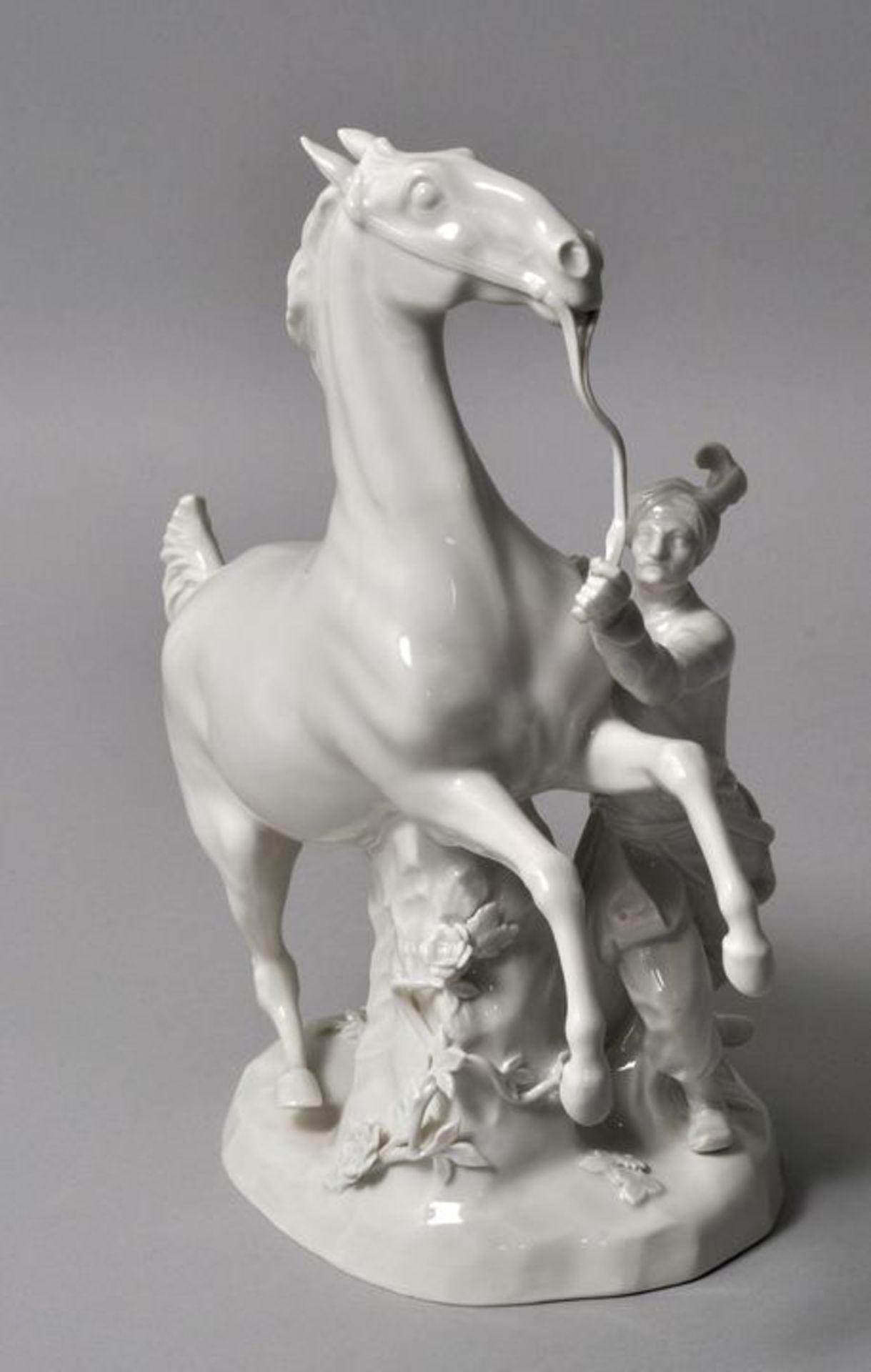 Los 49 - Porzellangruppe Türke mit Pferd, Meissen, ca. 1950Porzellan, weiß. Modell J. J. Kaendler 1765....