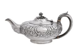 ϒ A William IV silver compressed spherical tea pot by J. Wrangham & William Moulson