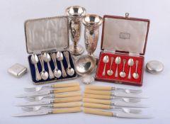 ϒ A collection of small silver