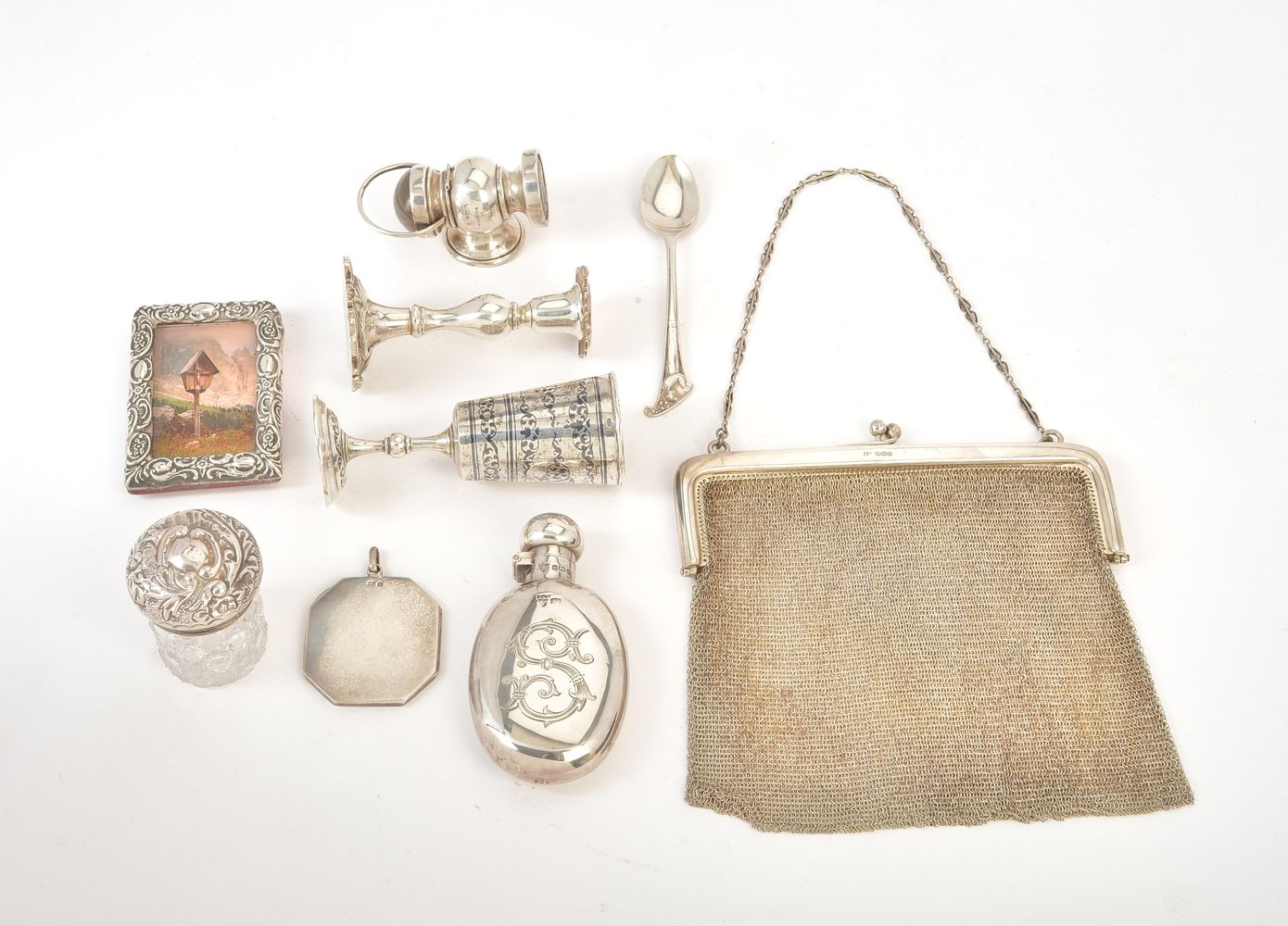 Lot 699 - A collection of small silver