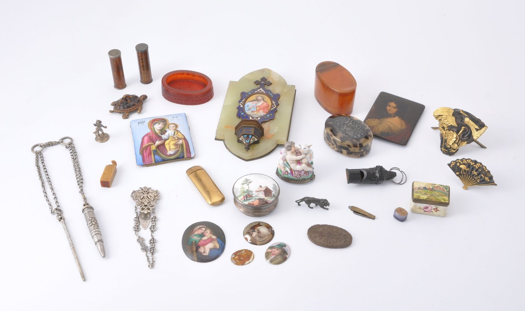 Lot 709 - A collection of objects of vertu