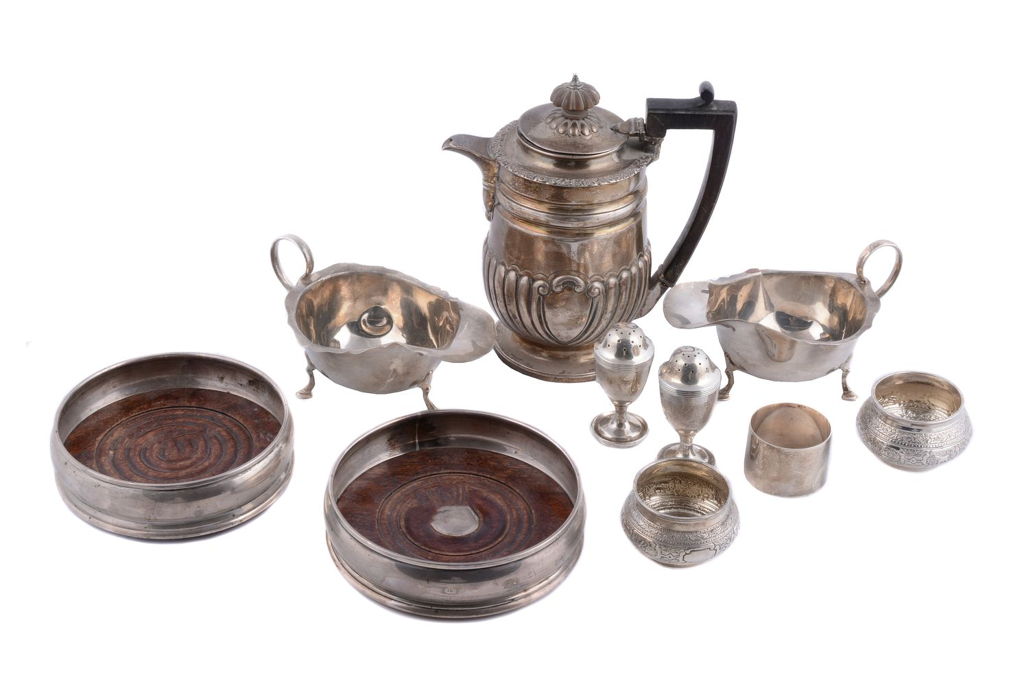 Lot 677 - A collection of silver