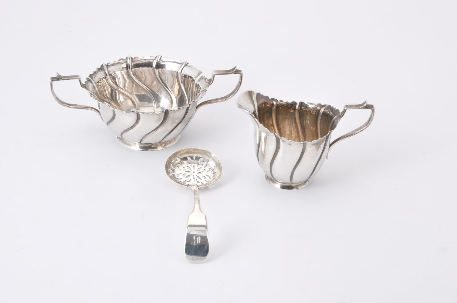 Lot 670 - A late Victorian Irish silver sugar bowl and milk jug by The Goldsmiths & Silversmiths Co. Ltd