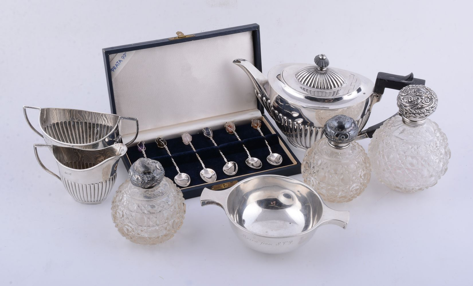 Lot 693 - A collection of small silver