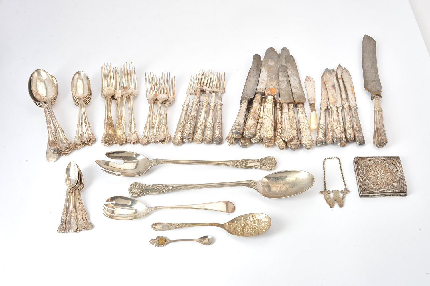 Lot 653 - A collection of silver and plated items