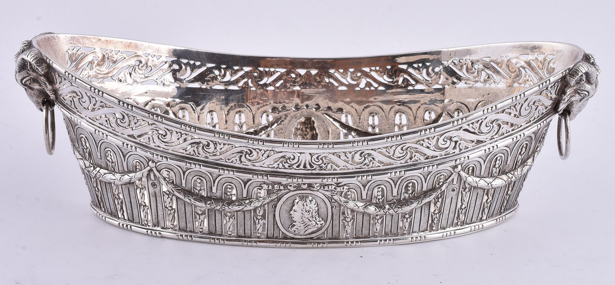 Lot 684 - A late 19th century silver navette shaped basket by Wolf & Knell