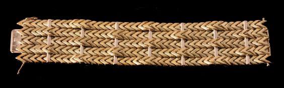 A 1950s 18 carat gold bracelet