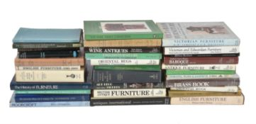 Ɵ A collection of approximately 30 reference books on antiques