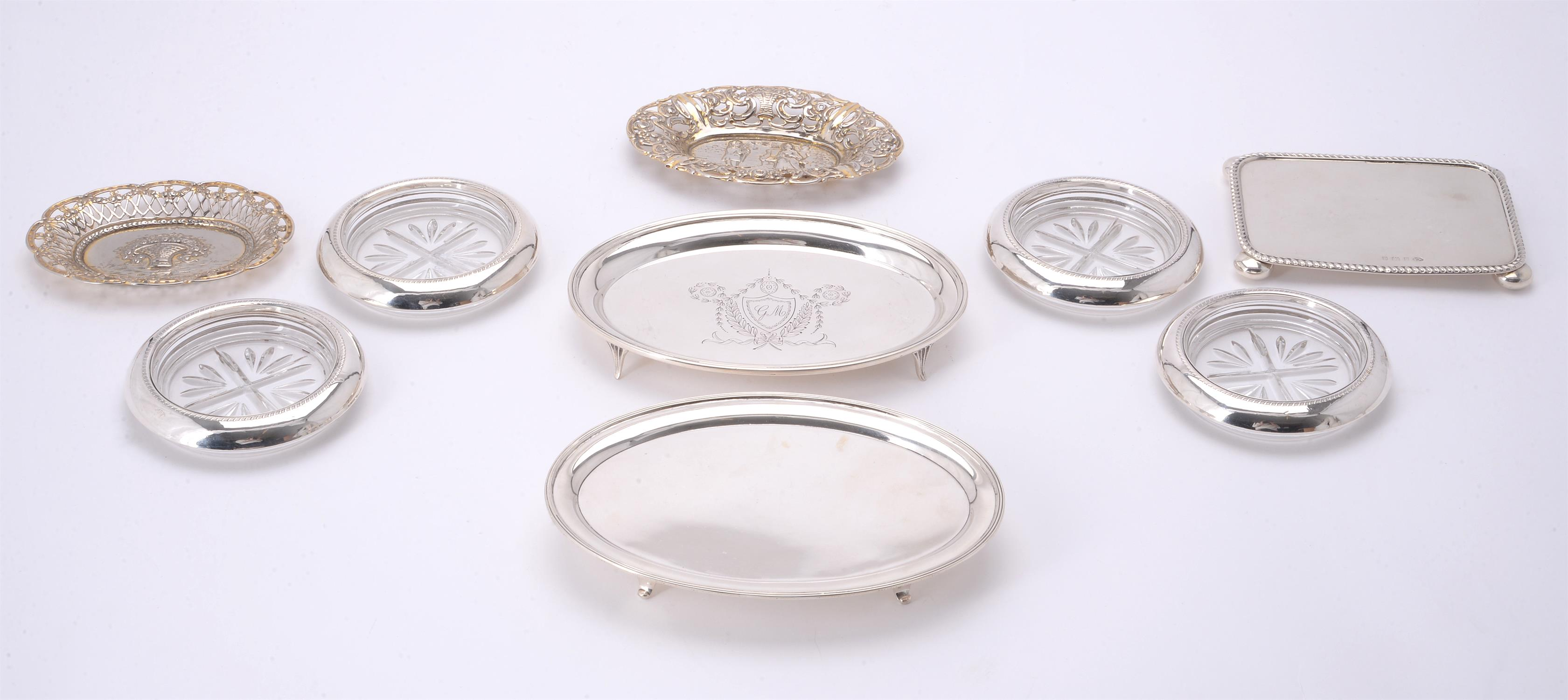 Lot 568 - A collection of silver items