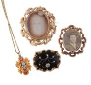 An 1830s gold mourning pendant
