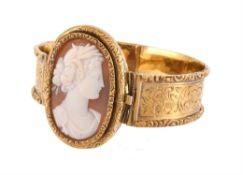 A late 19th century shell cameo bangle