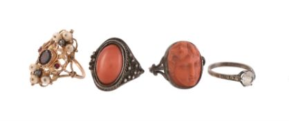 Y An early 20th century garnet and pearl panel ring