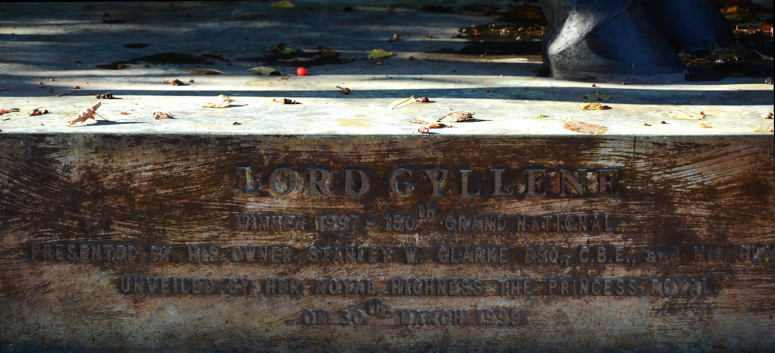 λ Caroline Wallace (British), Lord Gyllene, 1999 - Image 4 of 6