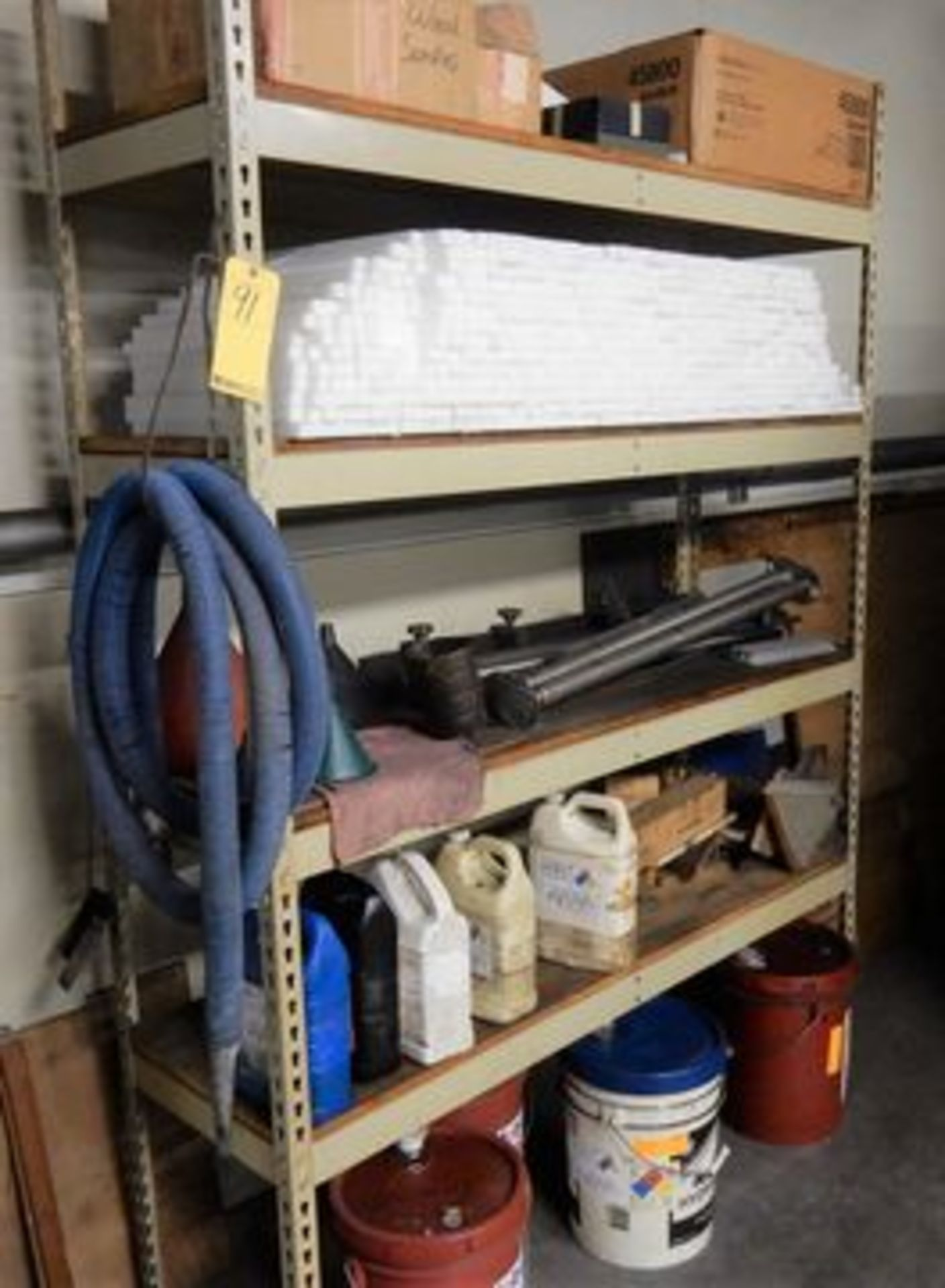 Lot 91 - SHELF CONTENTS TO INCLUDE WOOD SAMPLES & PLASTIC STOCK