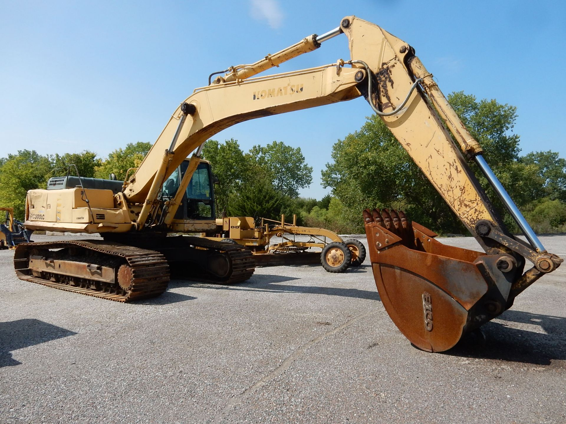 1997 KOMATSU EXCAVATOR, M# PC300LC-6LC, S/N A80735, HOURS N/A, 3-YD BUCKET, MISSING FRONT GLASS - Image 6 of 6