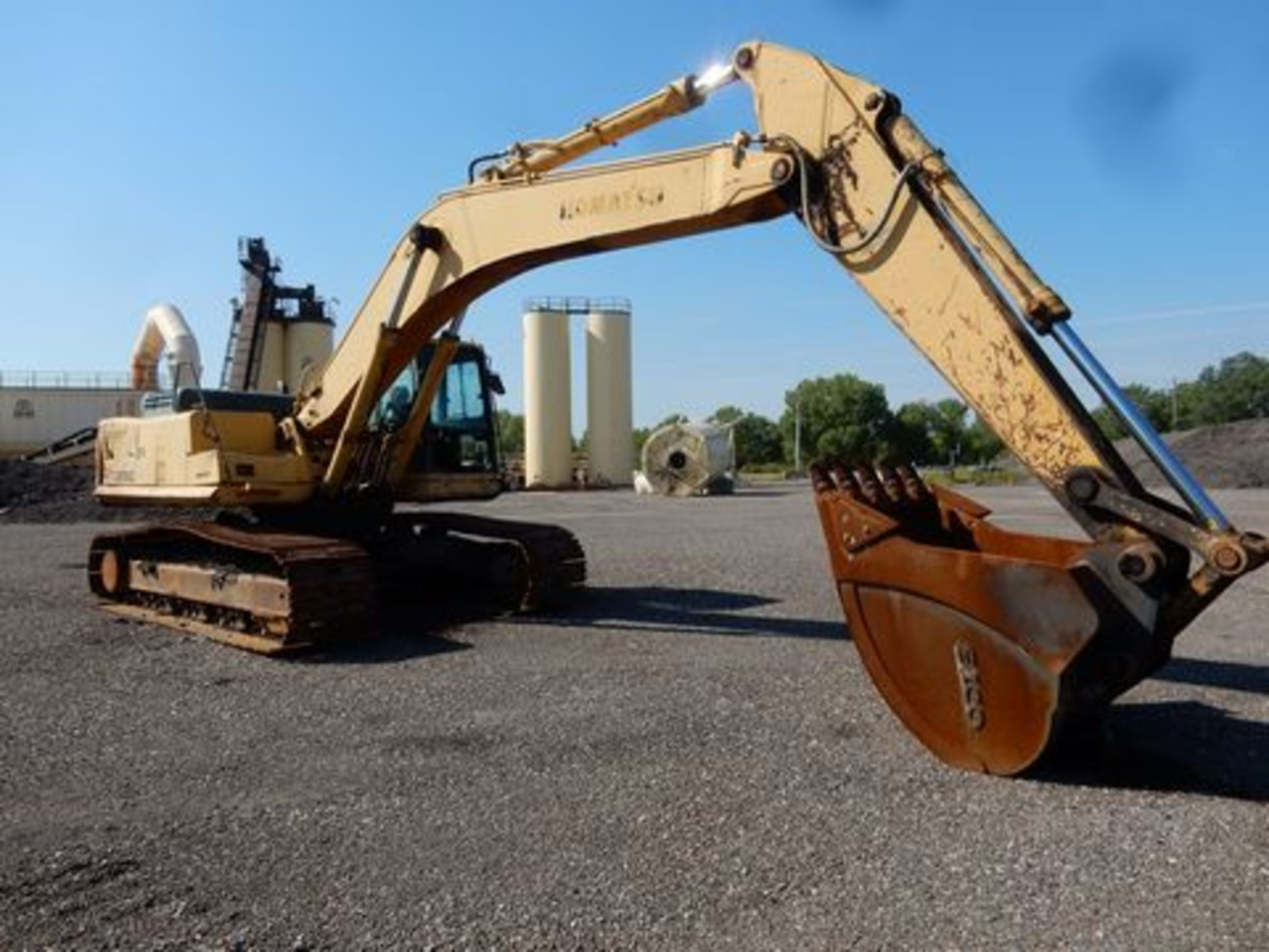 1997 KOMATSU EXCAVATOR, M# PC300LC-6LC, S/N A80735, HOURS N/A, 3-YD BUCKET, MISSING FRONT GLASS
