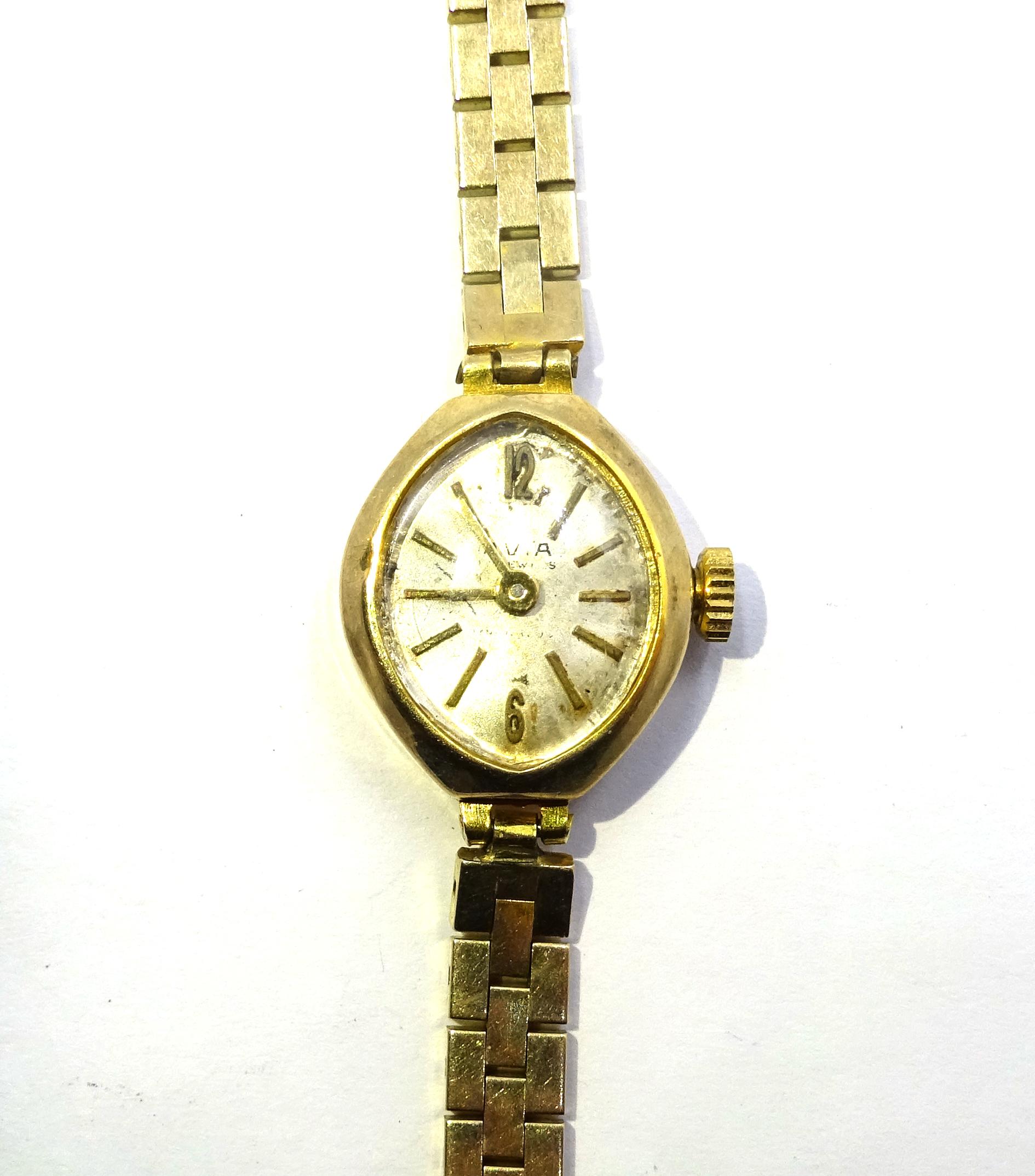 Lot 1034 - Avia 9ct gold ladies quartz bracelet wristwatch,
