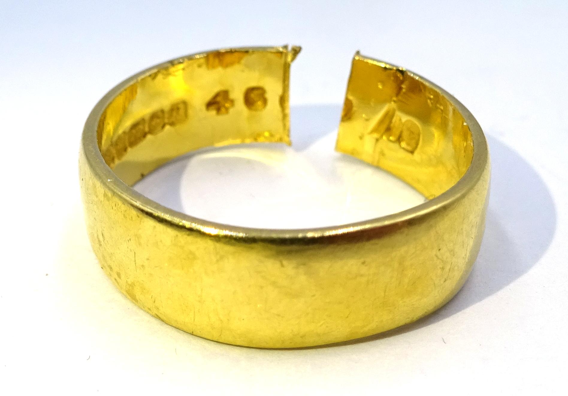 Lot 1016 - 22ct gold wedding band hallmarked,