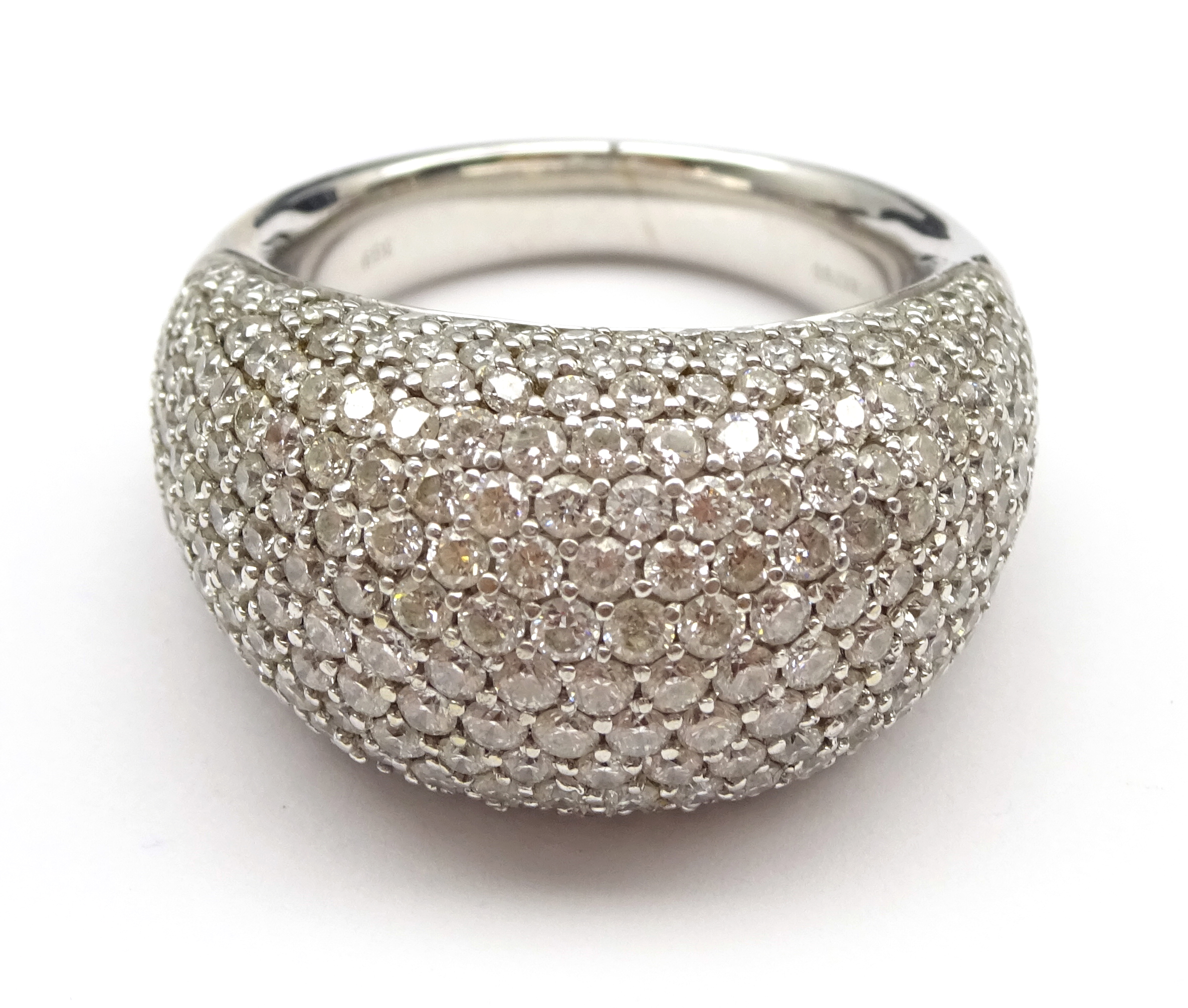 Lot 1053 - 18ct white gold diamond bomb ring, stamped 18K 750, diamond total weight 4.