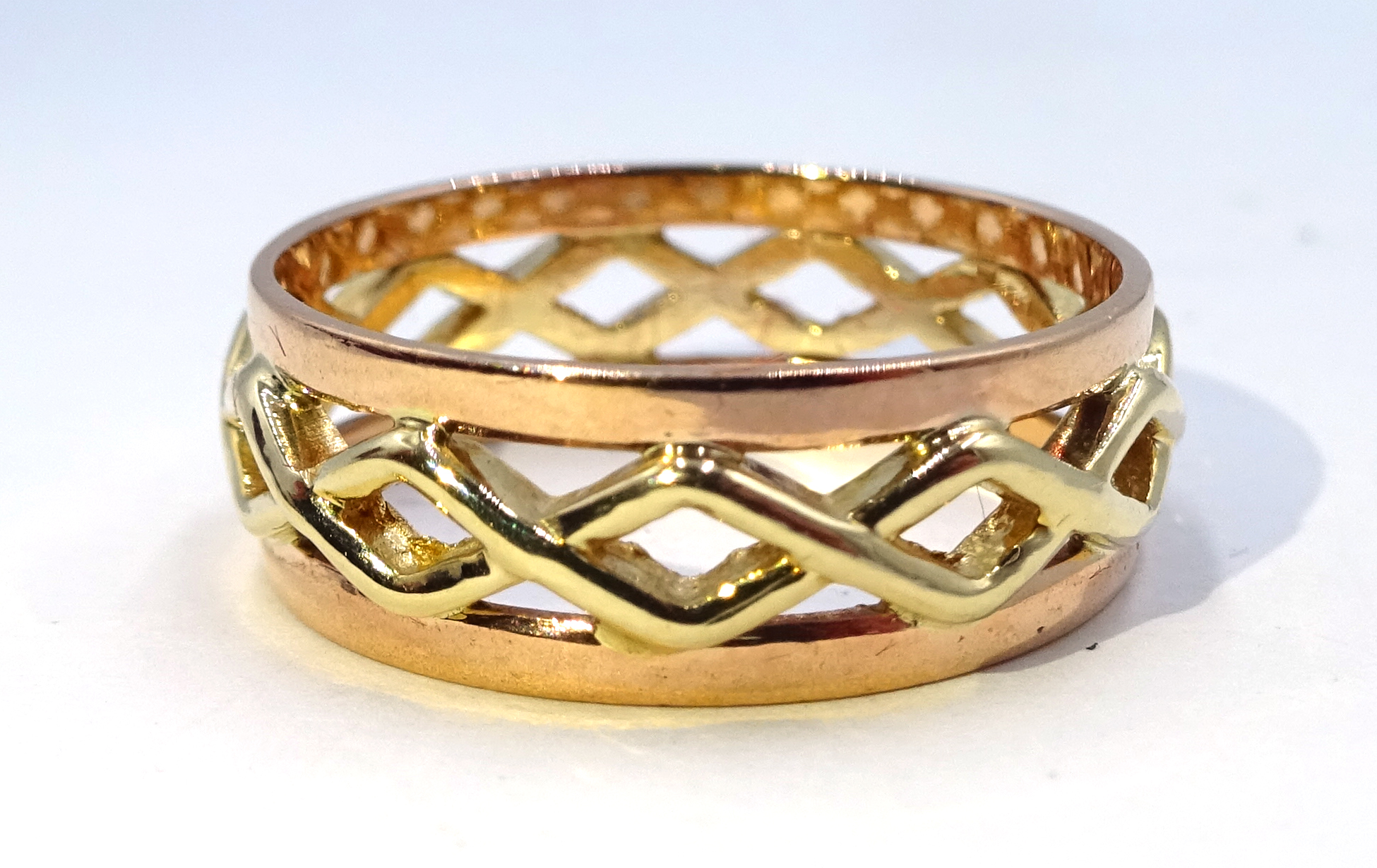 Lot 1054 - 9ct gold filigree ring hallmarked Condition Report & Further Details Approx 3.