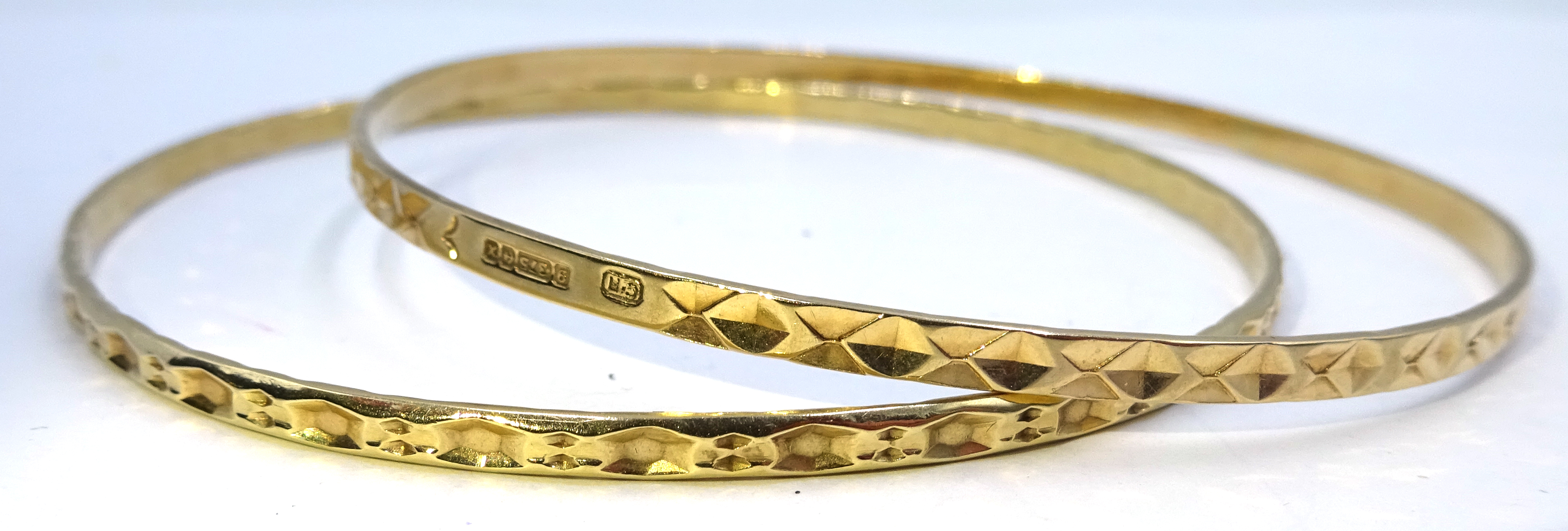 Lot 1025 - Two 9ct gold bangles hallmarked, approx 11.