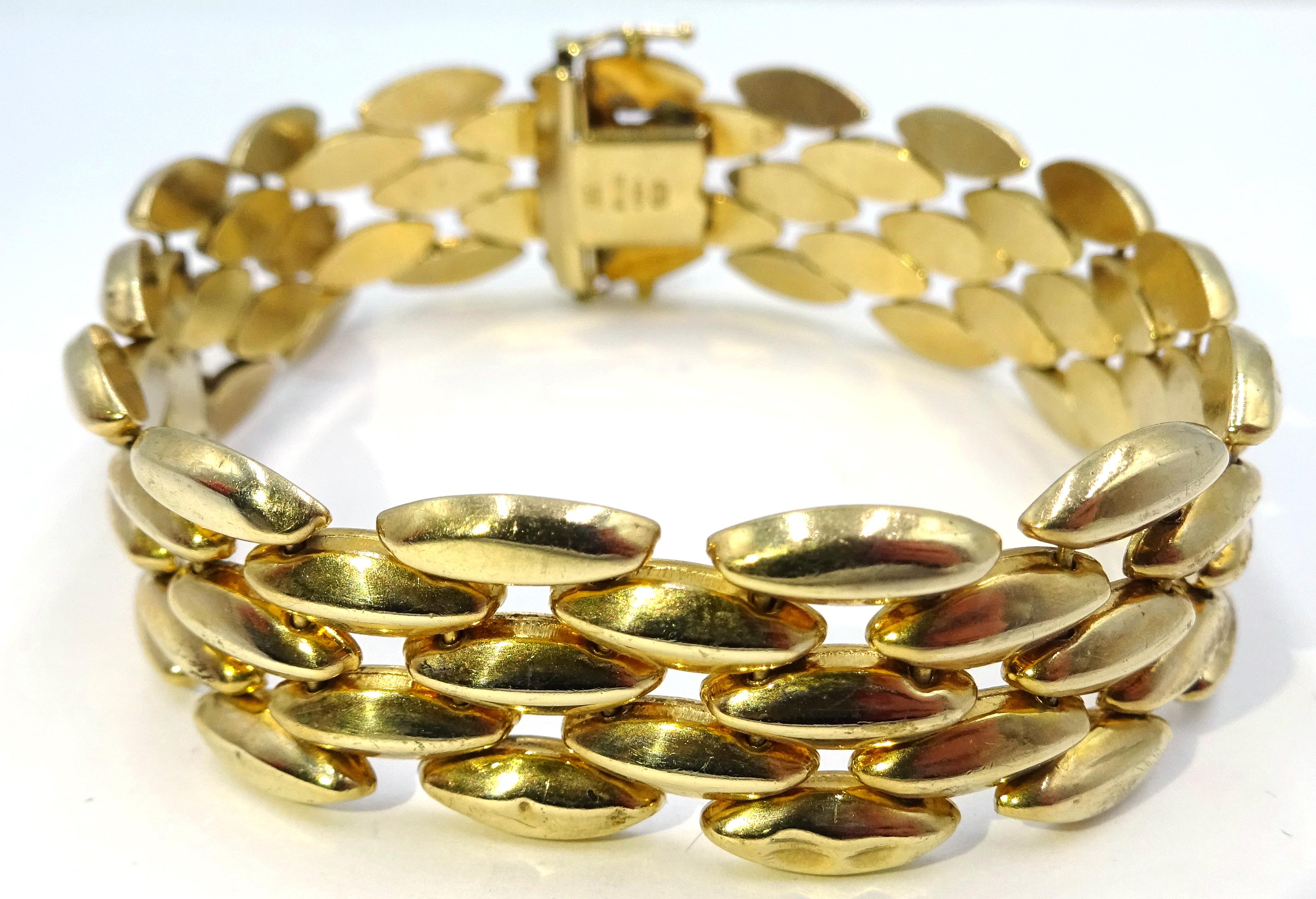 Lot 1000 - 9ct gold three bar oval link bracelet,