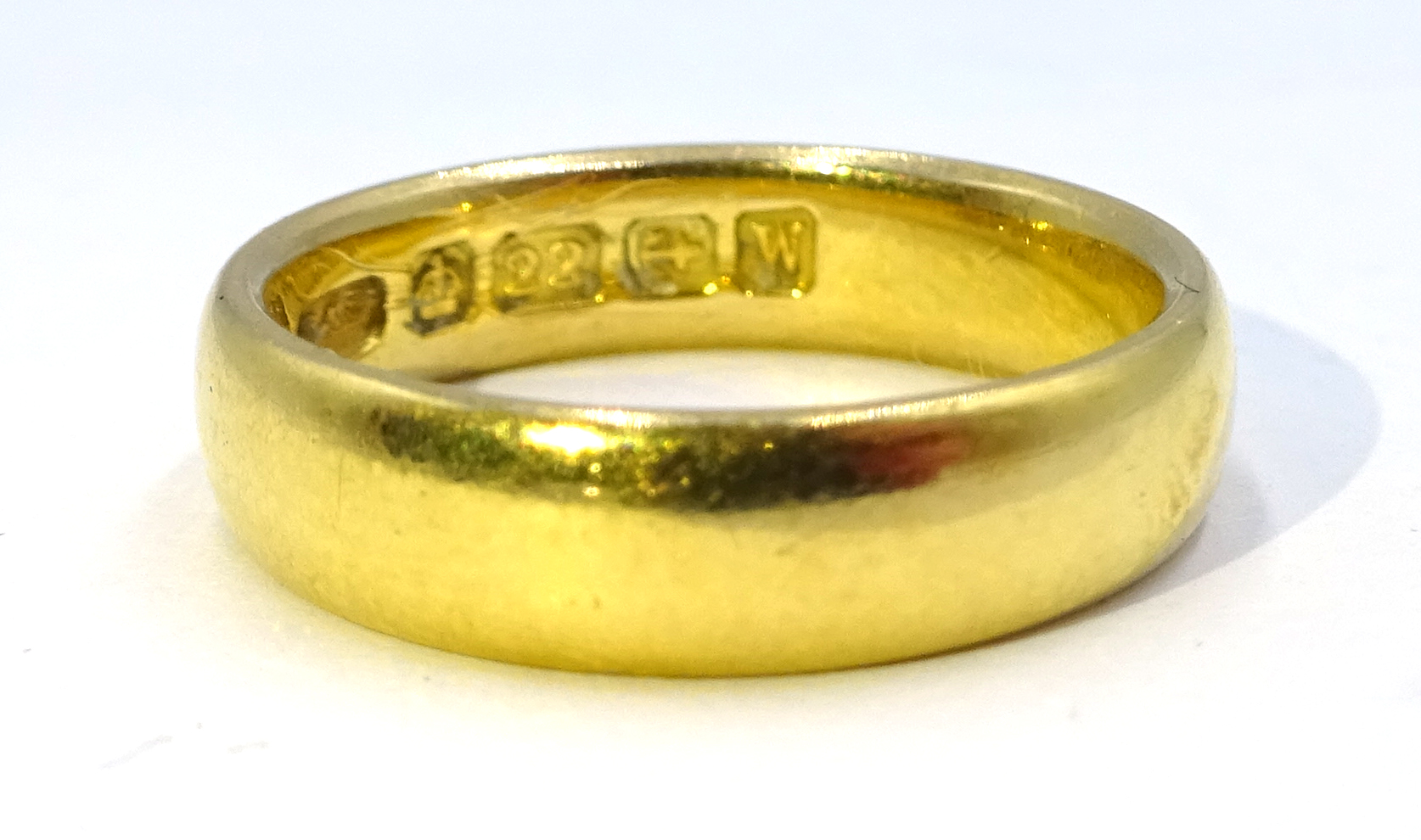 Lot 1009 - 22ct gold band Birmingham 1921, approx 5.