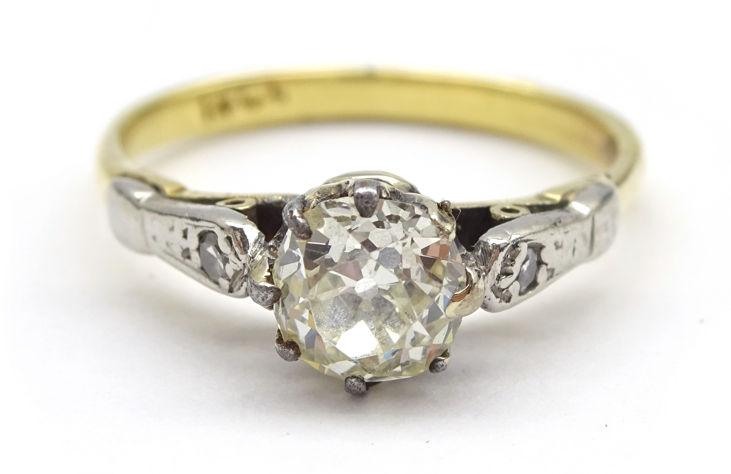 Lot 1011 - Gold old cut diamond ring, the central diamond of approx 0.