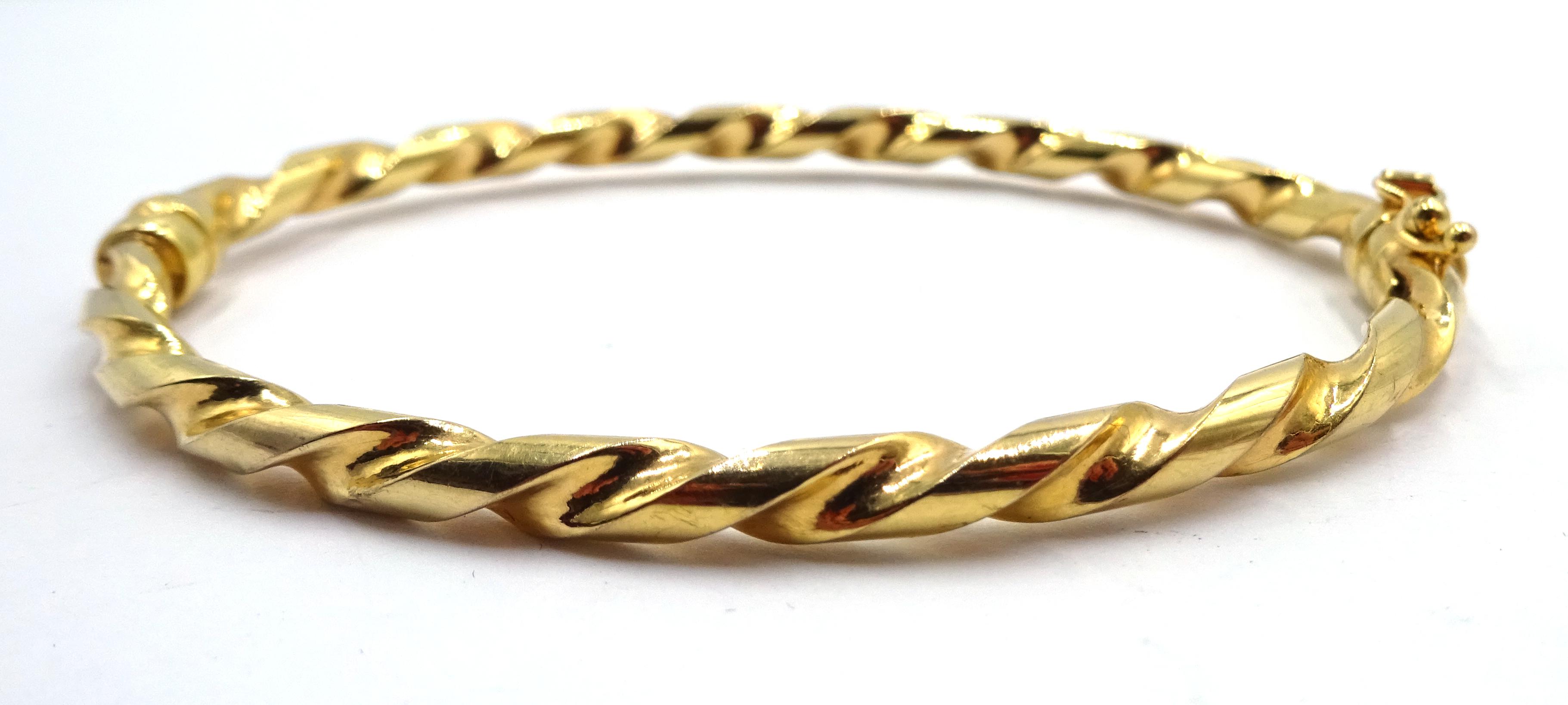Lot 1055 - 9ct gold rope twist hinged bangle,