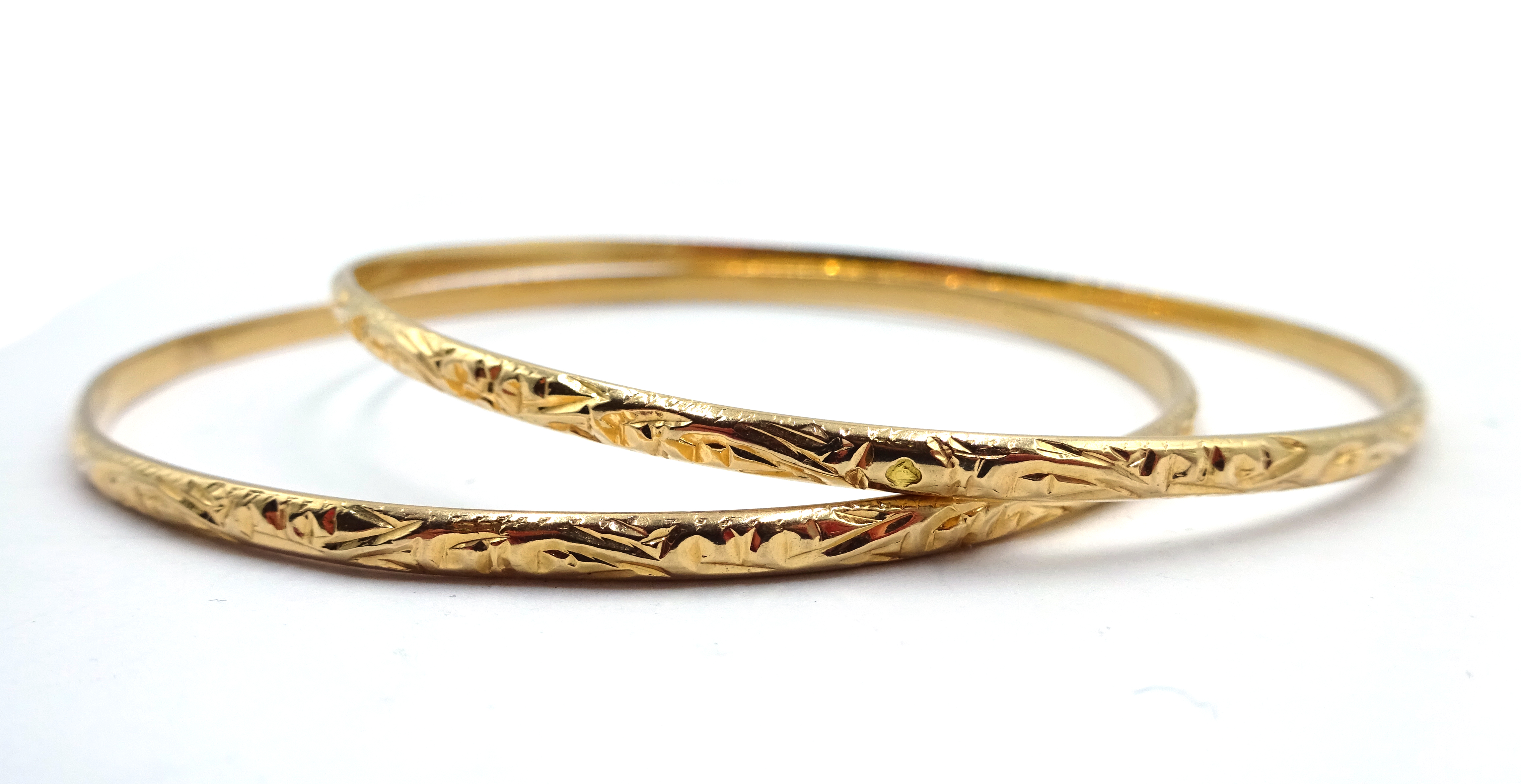 Lot 1006 - Two 14ct gold bangles hallmarked, approx 19.