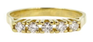 18ct gold five stone round brilliant cut diamond ring, stamped 750