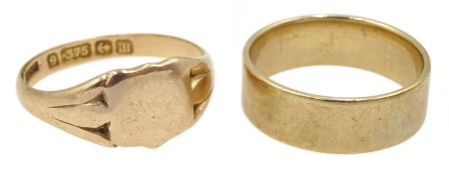 9ct gold signet ring, Birmingham 1911 and a 9ct gold wedding band tested