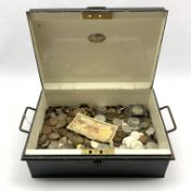 Quantity of Great British and World coins including pre-decimal coinage etc, in a vintage cash box