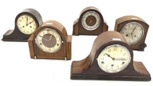 Early 20th century cartouche shaped mahogany veneered mantel clock, with Westminster chiming movemen