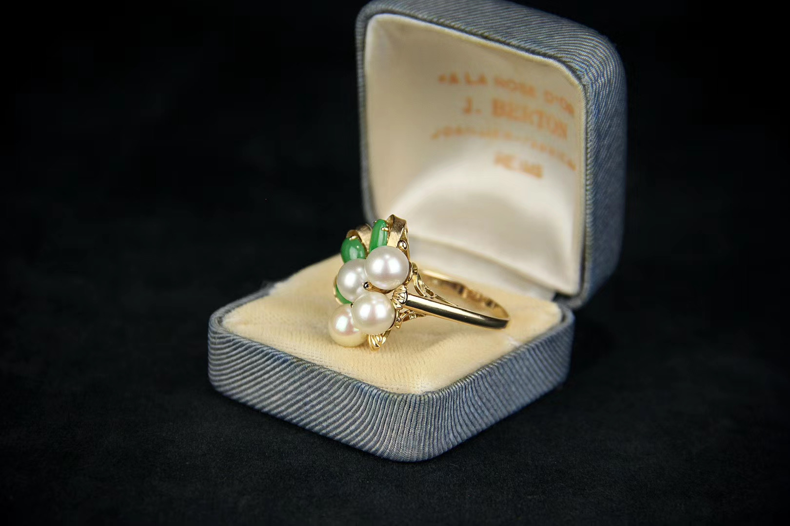 Lot 2 - Jadeite and Pearl Ring