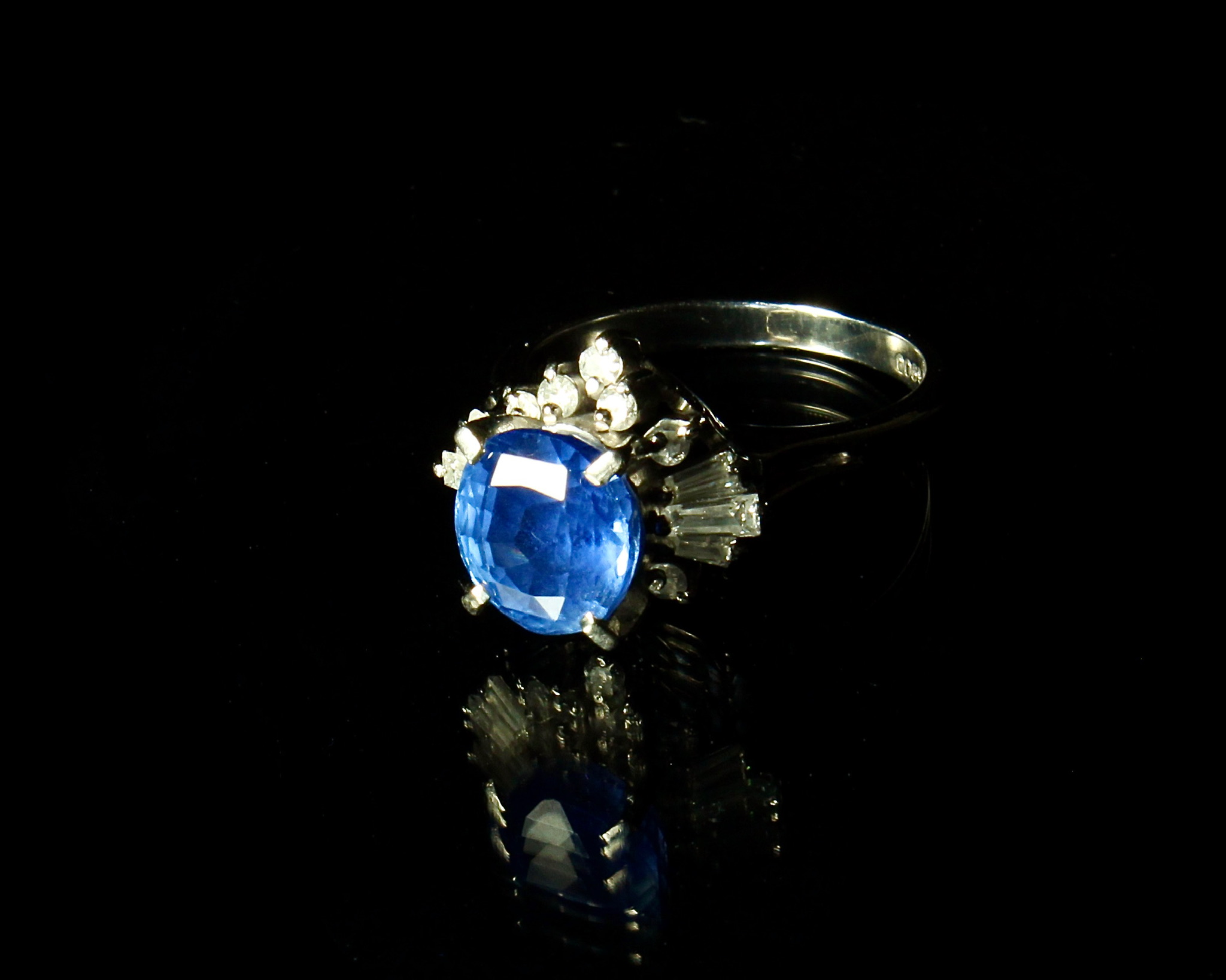 Lot 17 - Sapphire Ring, 1940s-1950s