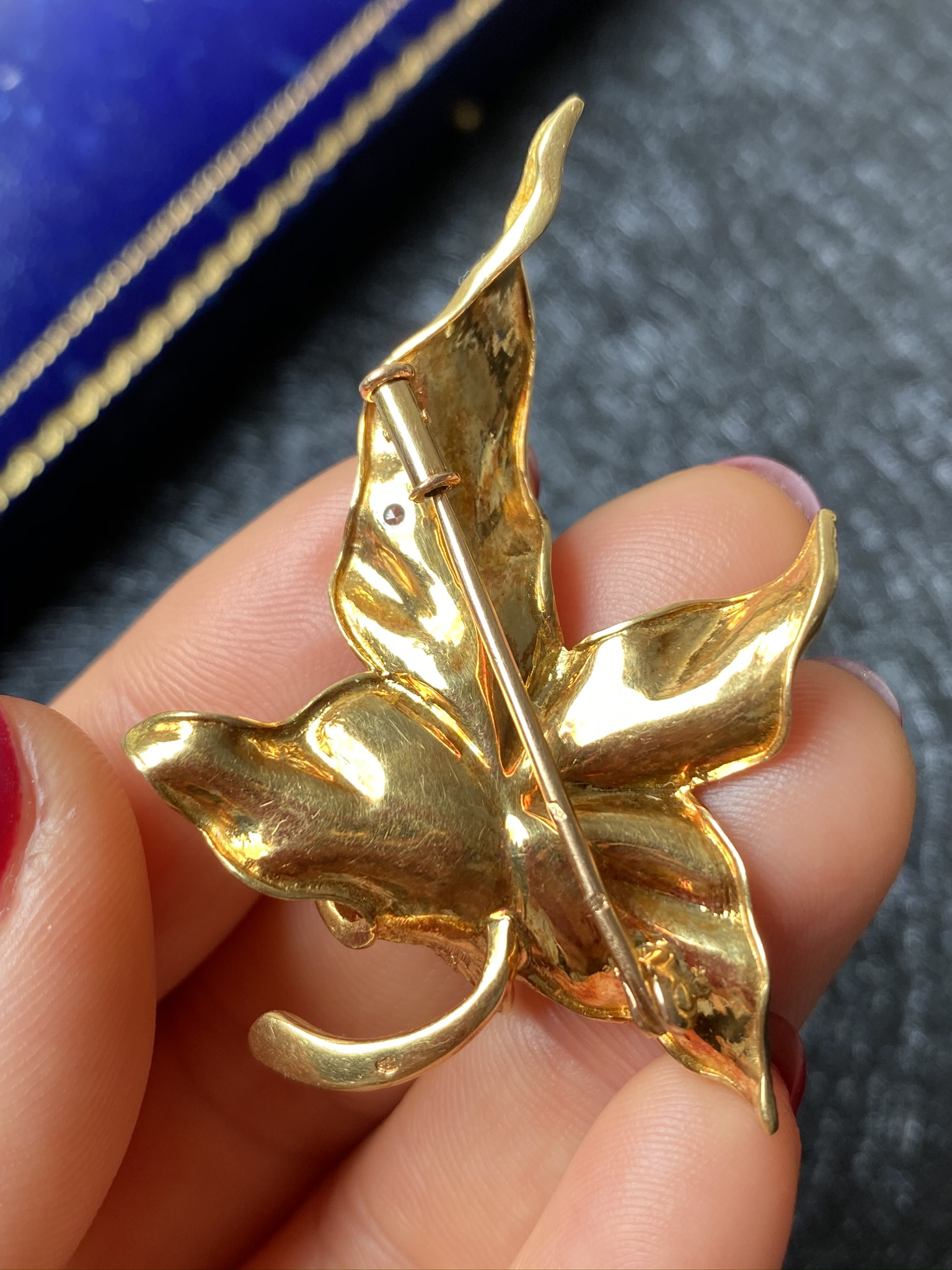 Lot 12 - 18K Gold and Diamond Brooch