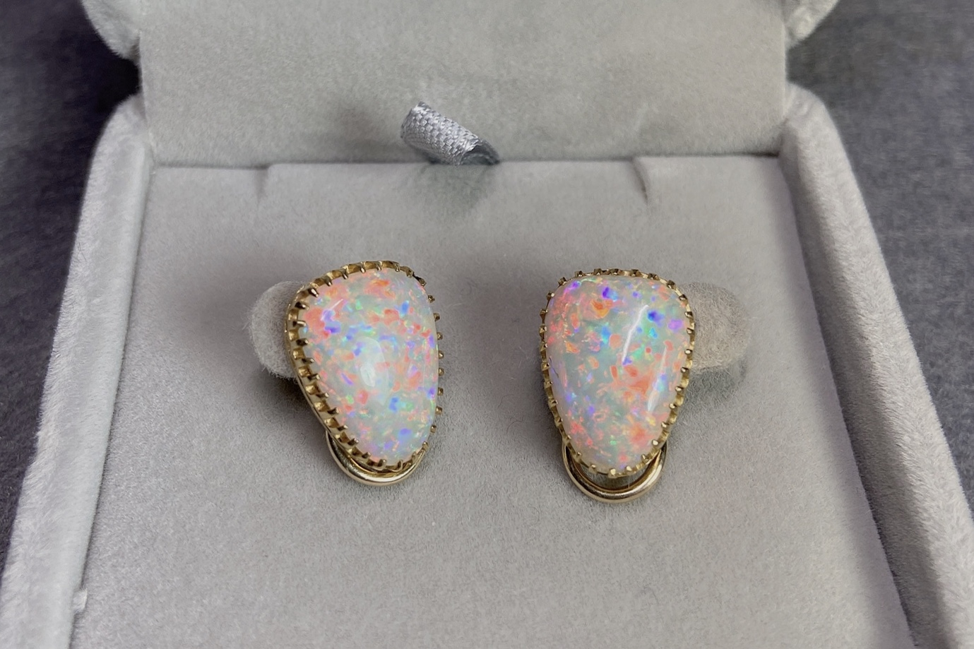 Lot 29 - Opal Clip-On Earrings