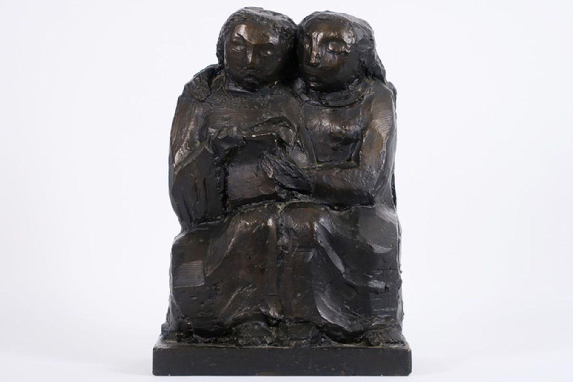 Los 632b - MACKEN MARK (1913 - 1977) sculptuur in gips en met de voorstelling van twee zittende [...]