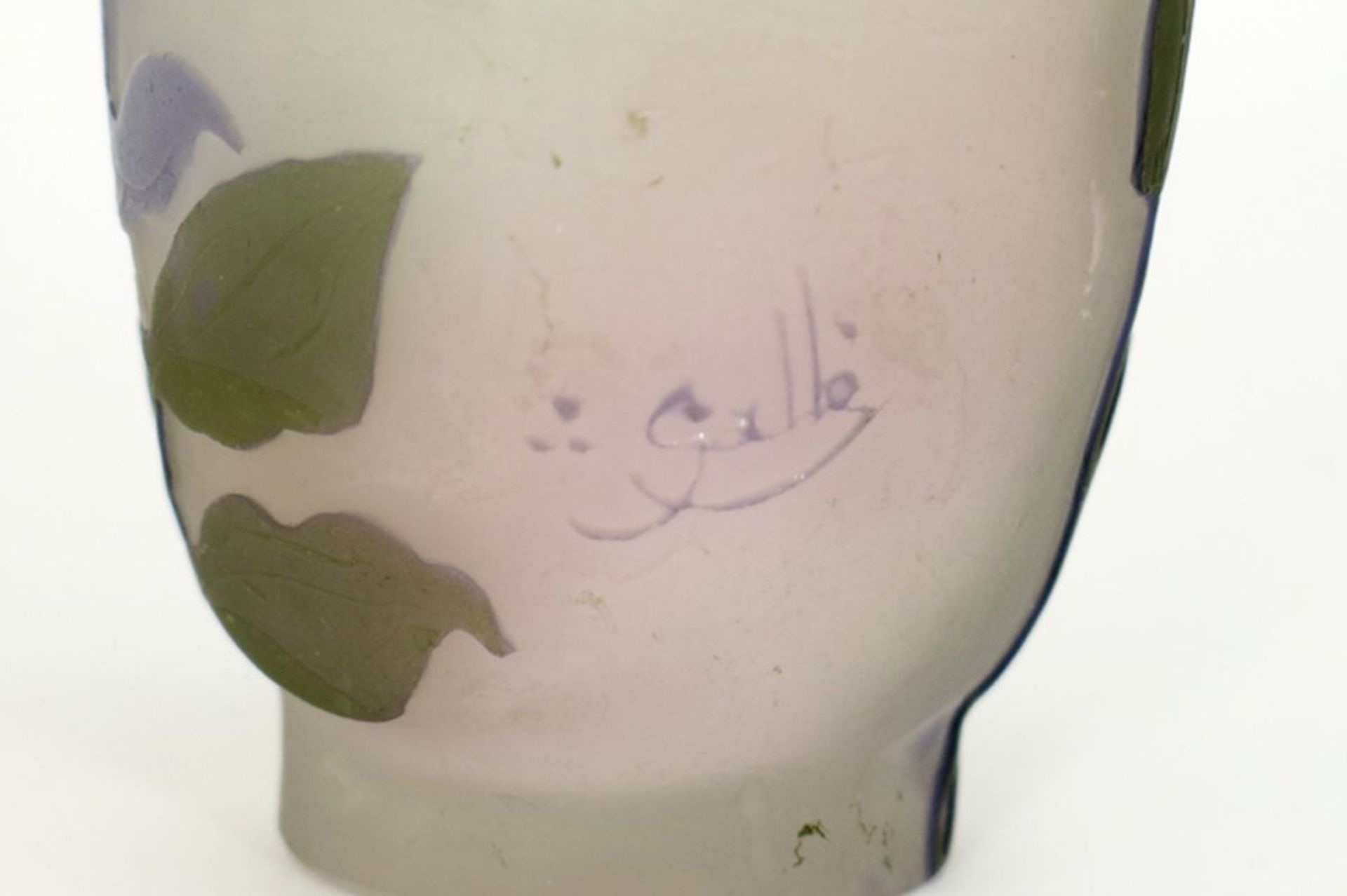 Los 604 - GALLÉ met sterretje (1904 - 1914) klein Art Nouveau-vaasje in cameo glaspasta met [...]