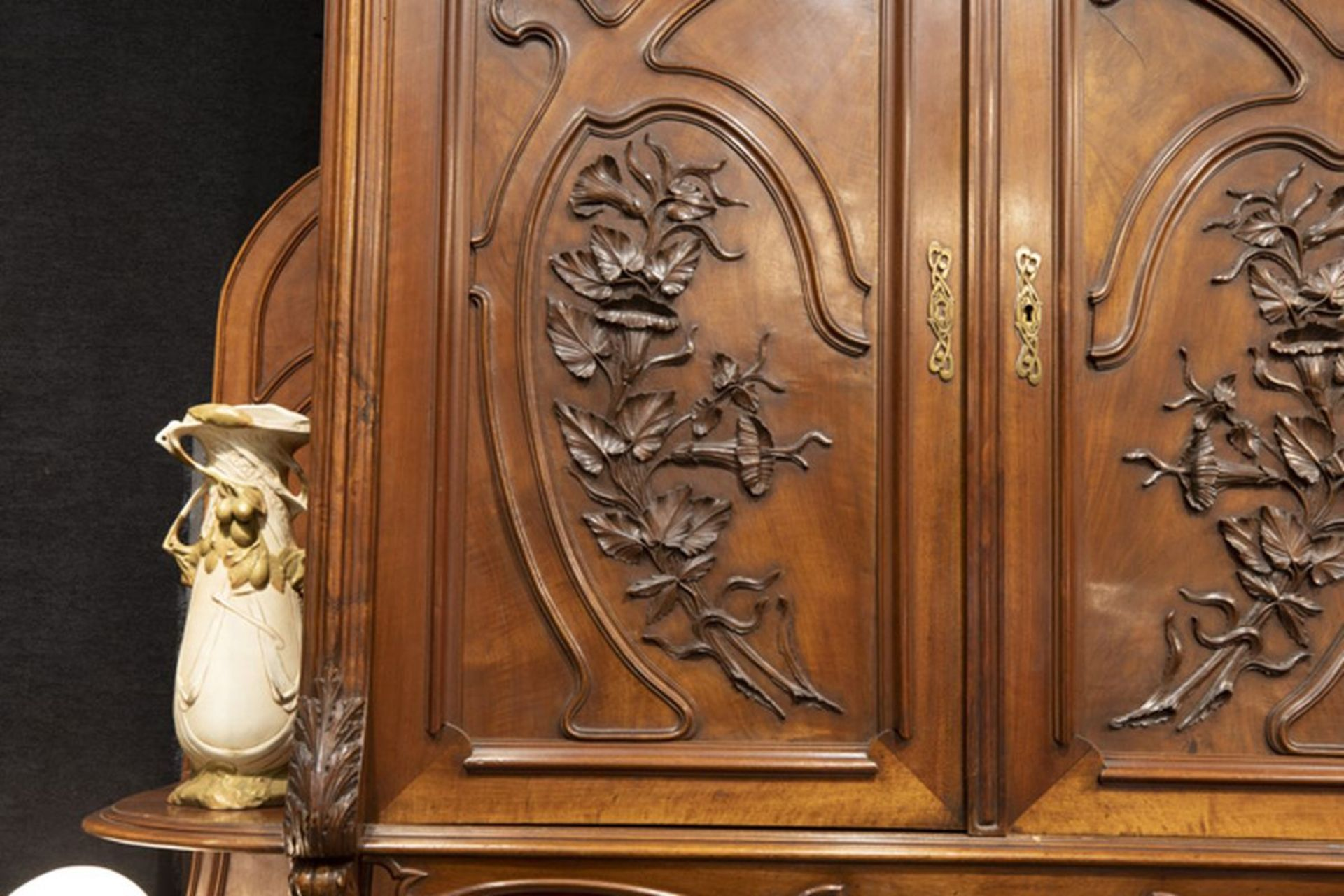 Los 613 - MAISON GOUFFE - JEUNE prachtig Frans Art Nouveau-eetplaatsensemble in notelaar met [...]