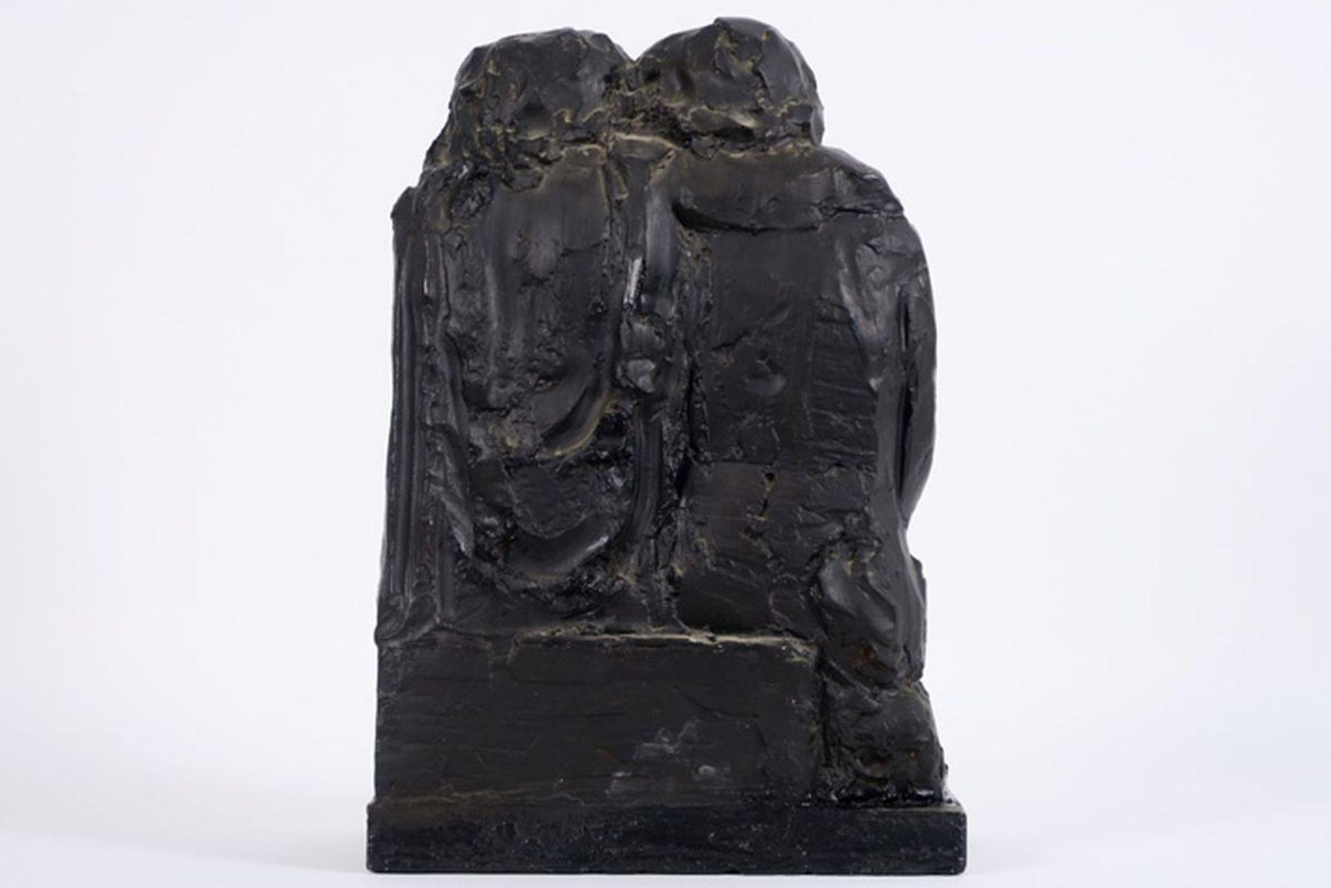 Los 632 - MACKEN MARK (1913 - 1977) sculptuur met bronspatine en met de voorstelling van een [...]