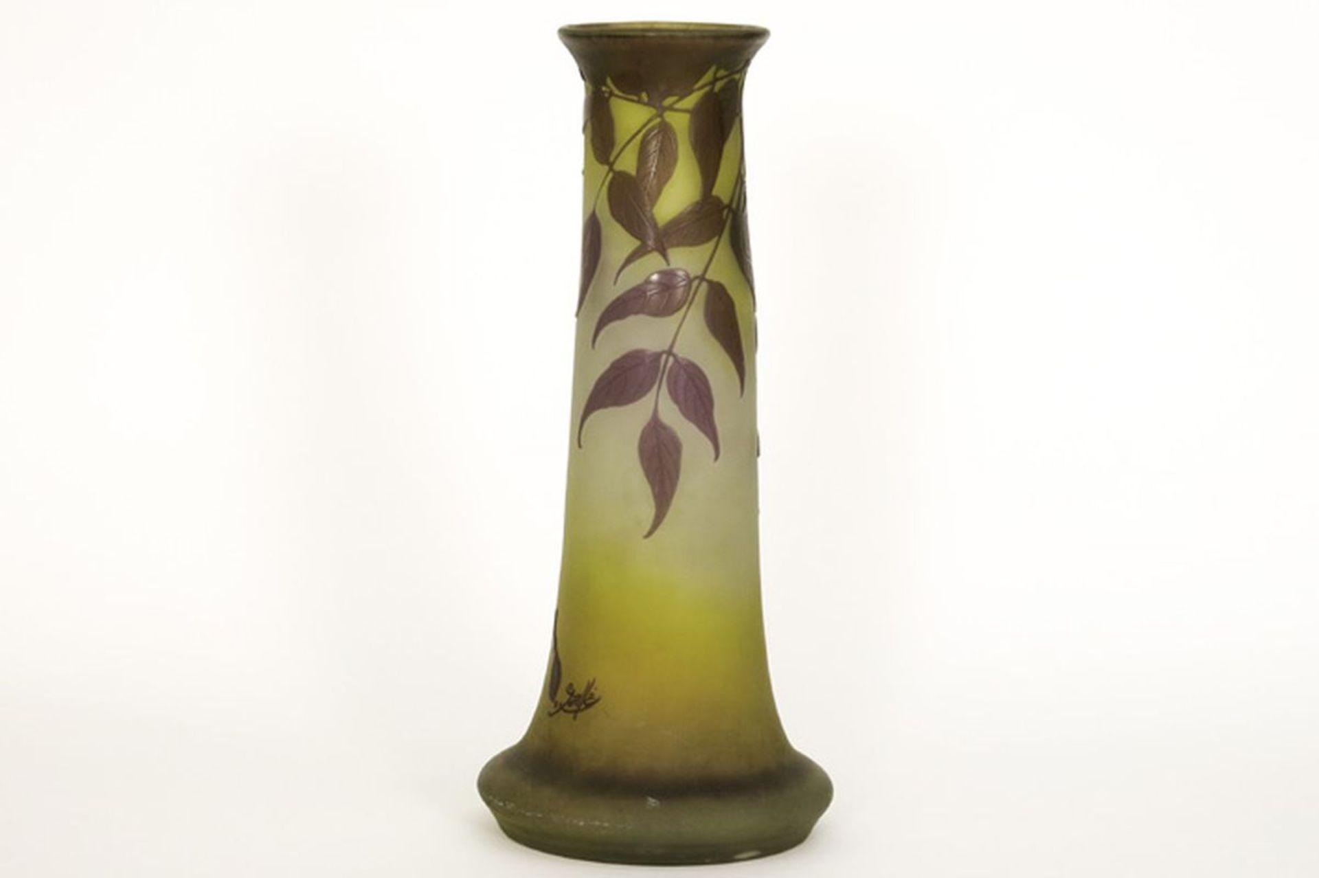 Los 605 - GALLÉ met sterretje (1904 - 1914) Art Nouveau-vaas in meerlagige cameo glaspasta met [...]