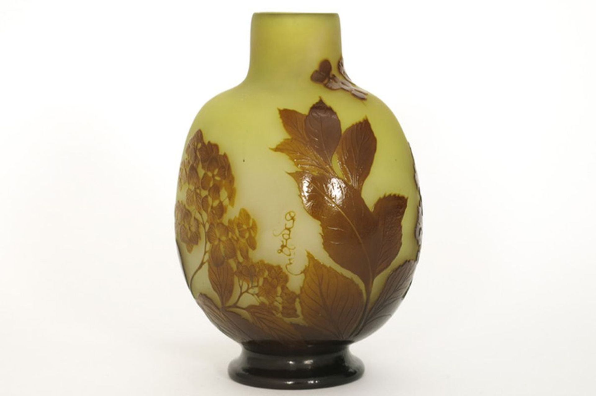 Los 603 - GALLÉ ÉMILE (1846 - 1904) Art Nouveau-vaas in meerlagige cameo-glaspasta met een [...]