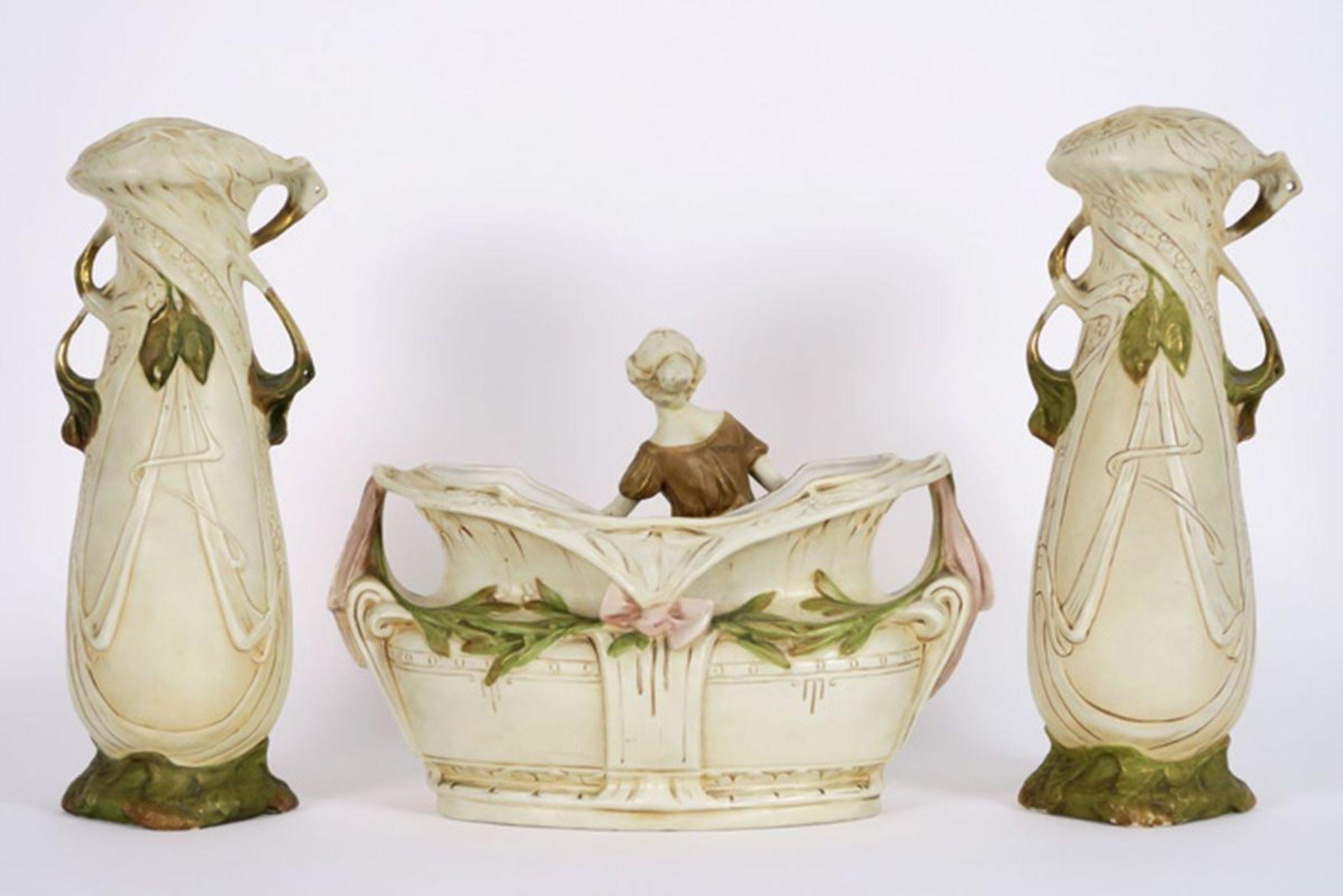 Los 601 - ROYAL DUX driedelig Art Nouveau-kaststel met een paar vazen (38,5 cm hoog) met [...]