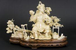 "old Chinese ""Carpenter"" sculpture in ivory - - Oude Chinese sculptuur in ivoor met [...]"