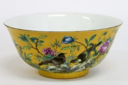 Chinese bowl in marked porcelain with 'Famille Jaune' decor with flowers and birds - [...]