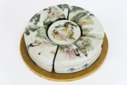 Chinese set with four lidded curved pots and a round one in marked porcelain with [...]