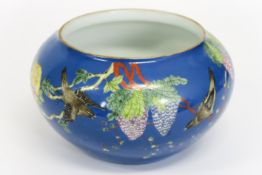Chinese jardinier in marked porcelain with a polychrome flower and bird decor - - [...]